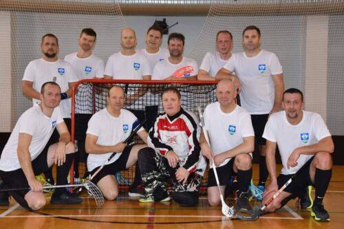 Tapa Valla Spordikeskuse meeskond tegi saalihoki Energialiiga 35+ liigas avalöögi.
